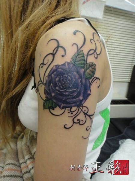 紫のバラとトライバル