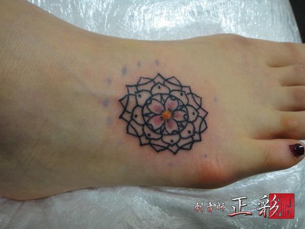 桜と幾何学模様