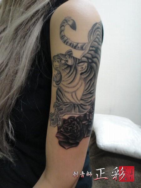 バラの花と虎